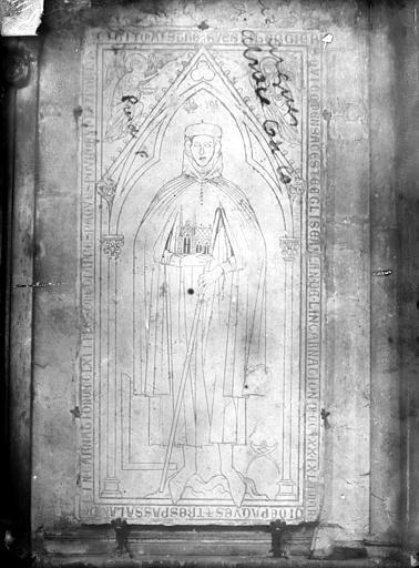Cathédrale Notre-Dame Dalle funéraire de Hugues Libergier, architecte de l'élise Saint-Nicaise de Reims, Sainsaulieu, Max (photographe),