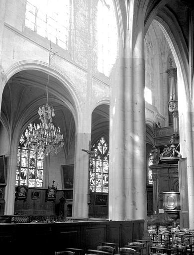 Eglise Saint-Aspais Nef, vue diagonale, Louzier (photographe),