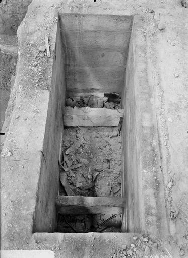 Cathédrale Notre-Dame Tombe de Jean et Robert de Courtenay découverte le 12 septembre 1919, elle avait été violée, Verneau, G.,