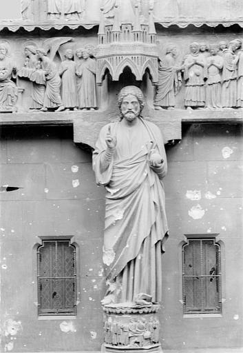 Cathédrale Notre-Dame Portail gauche de la façade nord (portail du Jugement) : Statue du trumeau dit le Beau Dieu, Sainsaulieu, Max (photographe),