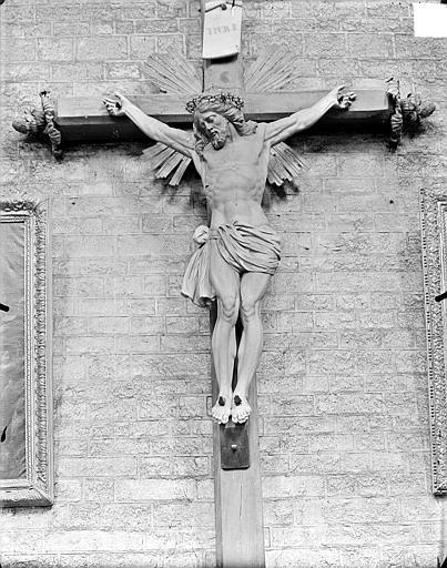 Cathédrale Saint-Bénigne Grand calvaire, le Christ, Gossin (photographe),