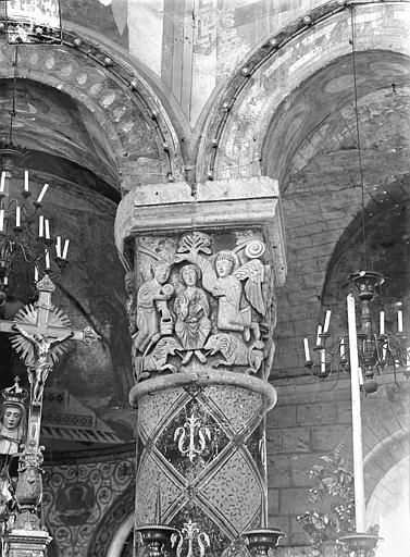 Eglise Sainte-Radegonde Chapiteau du choeur : Daniel exposé aux lions et sauvé par l'intervention divine, Gossin (photographe),