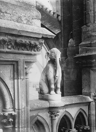 Cathédrale Notre-Dame Bête d'amortissement, l'éléphant, Lajoie, Abel,