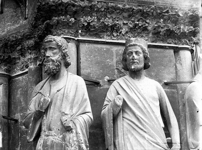 Cathédrale Notre-Dame Portail ouest, bustes de deux statues, entre la porte centrale et la porte de droite, Lajoie, Abel,
