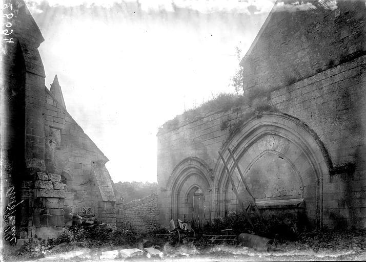 Eglise Ruines, Enlart, Camille (historien),