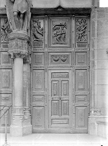 Eglise Saint-Michel Portail central de la façade ouest : Porte droite à vantaux, Gossin (photographe),