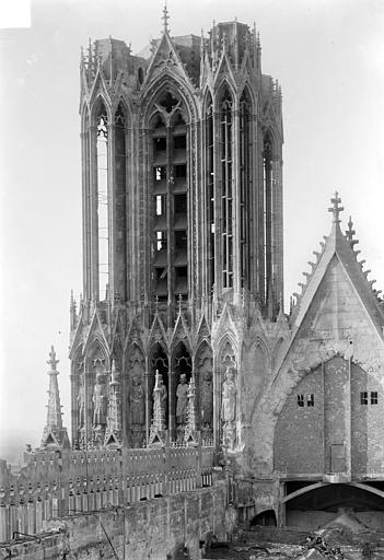 Cathédrale Notre-Dame Tour sud, côté nord-est, Sainsaulieu, Max (photographe),