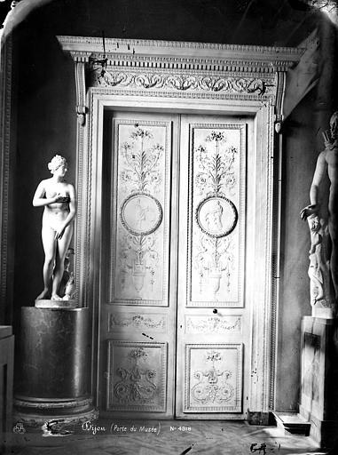 Palais des Ducs et des Etats de Bourgogne (ancien) Porte du musée, Mieusement, Médéric (photographe),