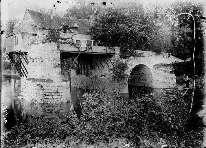 Maison sur les restes d'un pont Vue d'ensemble, Enlart, Camille (historien),
