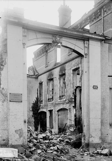 Maison Grande porte, Verneau, G.,