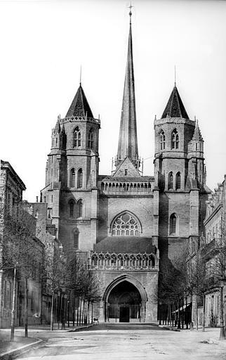 Cathédrale Saint-Bénigne Ensemble ouest. Flèche en cours de construction, Delaunay (photographe),
