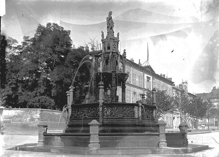 Fontaine d'Amboise Vue d'ensemble, Enlart, Camille (historien),