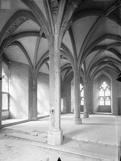 Palais des Comtes de Poitiers (ancien) ; Palais de Justice Tour Maubergeon : salle gothique, Gossin (photographe),