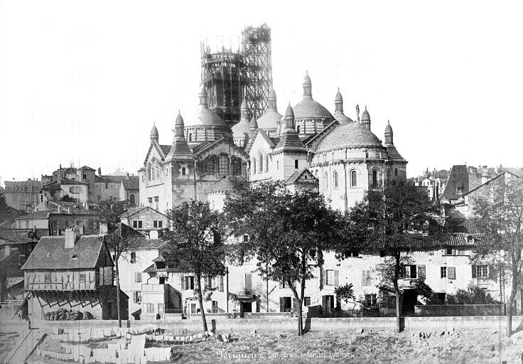 Cathédrale Saint-Front Vue générale prise du sud-est, Mieusement, Médéric (photographe),
