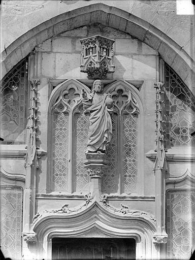Hôpital général Chapelle Sainte-Croix de Jérusalem. Statue surmontant une porte : Christ bénissant, Gossin (photographe),