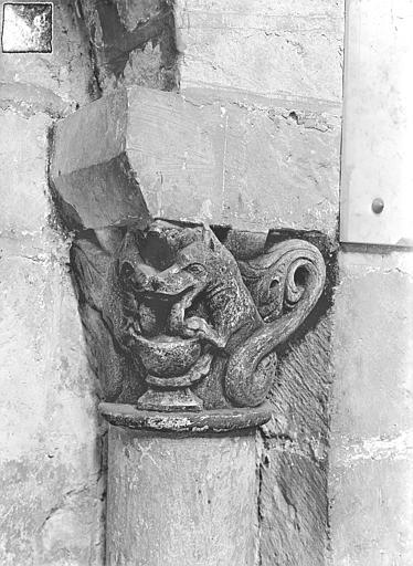 Eglise Saint-Jean de Montierneuf Chapiteau : Animaux affrontés, Gossin (photographe),