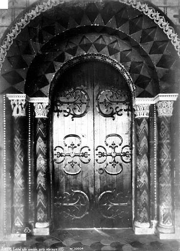 Evêché (ancien) ou Palais du Tau Salle synodale : Porte intérieure, Robert, Paul (photographe),