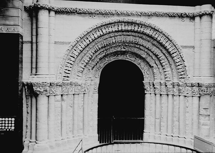 Eglise Sainte-Marie-des-Dames Portail, Enlart, Camille (historien),