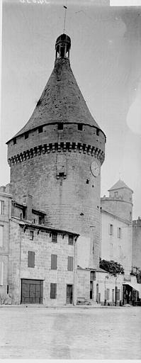 Enceinte (vestiges) Tour, Enlart, Camille (historien),