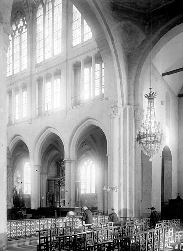 Eglise Saint-Sauveur Nef: travées, Enlart, Camille (historien),