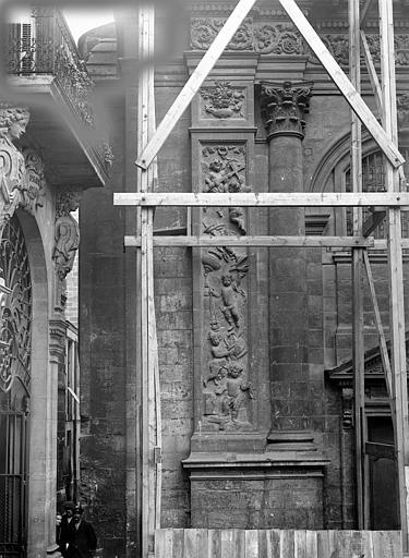 Eglise Notre-Dame Façade ouest : Pilastre et colonne, côté gauche, Panajou (photographe),