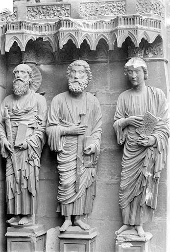 Cathédrale Notre-Dame Portail gauche de la façade nord (portail du Jugement). Ebrasement gauche : Statues de saint Jean, saint Jacques et saint Paul, Sainsaulieu, Max (photographe),