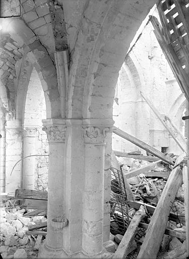 Eglise Saint-Lambert Vue intérieure de la nef et du bas-côté sud, Queste, P. photographe),