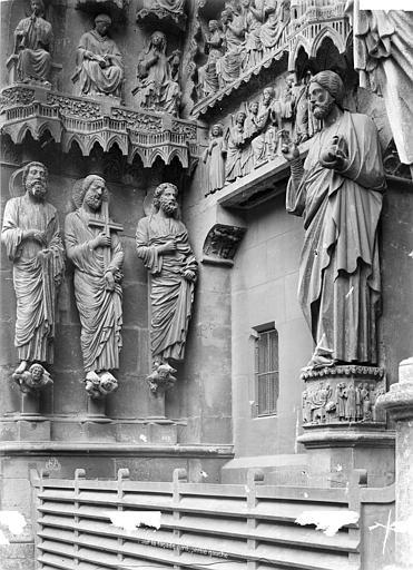 Cathédrale Notre-Dame Portail gauche du transept nord : Statues de l'ébrasement gauche et du trumeau, Mieusement, Médéric (photographe),