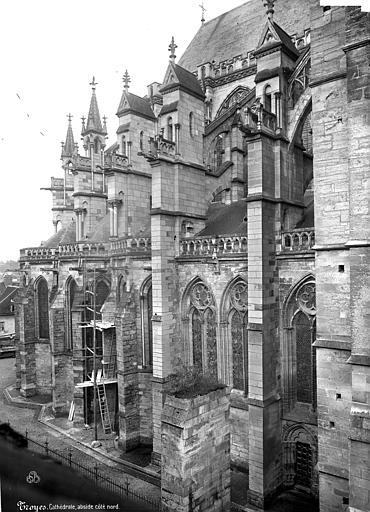 Cathédrale Saint-Pierre Abside, côté nord, Mieusement, Médéric (photographe),