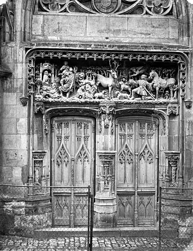 Château Chapelle : Porte et linteau sculpté, Mieusement, Médéric (photographe),