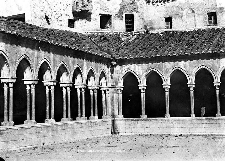 Abbaye Cloître : vue d'un angle, Mestral ; Le Gray, Gustave (photographe),