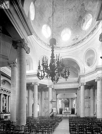 Eglise Saint-Pierre-et-Saint-Paul Vue intérieure de la nef vers le choeur : Coupole, Heuzé, Henri (photographe),