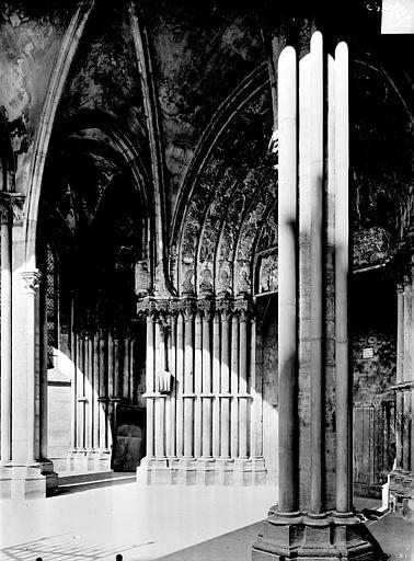 Eglise Notre-Dame Porche : Vue intérieure vers le nord-est, Gossin (photographe),
