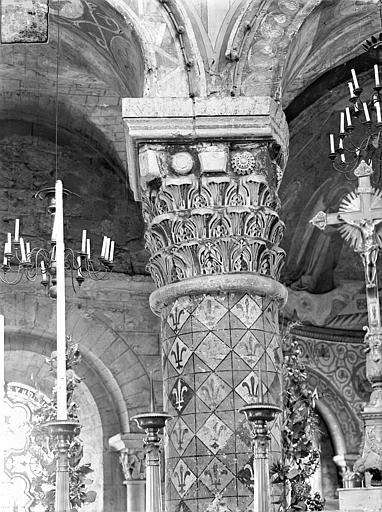 Eglise Sainte-Radegonde Chapiteau du choeur : Feuilles d'acanthes, Gossin (photographe),