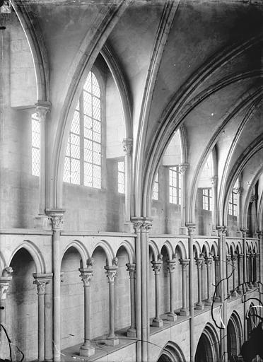 Eglise Notre-Dame Vue intérieure de la nef : Triforium, Durand, Jean-Eugène (photographe),