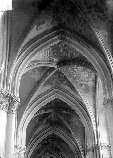 Cathédrale Notre-Dame Voûte, après les bombardements du 11 juillet 1916, Sainsaulieu, Max (photographe),