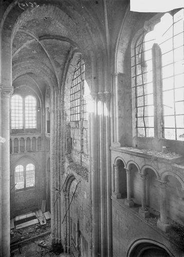 Eglise Notre-Dame (ancienne cathédrale) Mur de la façade ouest, revers, Service photographique,