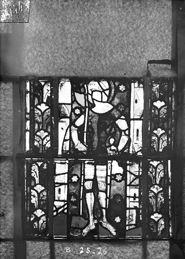 Eglise Saint-Gengoult Vitrail du transept nord, fenêtre B, 4ème lancette, panneaux inférieurs 25, 26, Romanais (photographe),