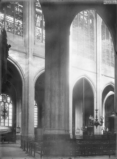 Eglise Saint-Gervais-Saint-Protais Nef, vue diagonale, Durand, Eugène (photographe),