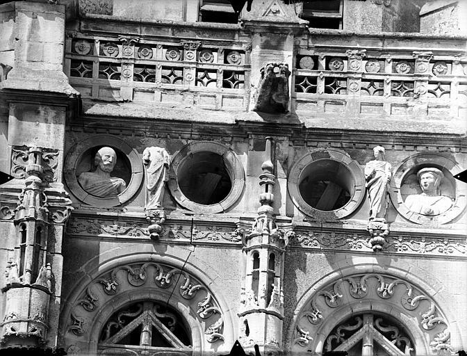 Eglise Saint-Gervais-Saint-Protais Clocher, détail, Gossin (photographe),