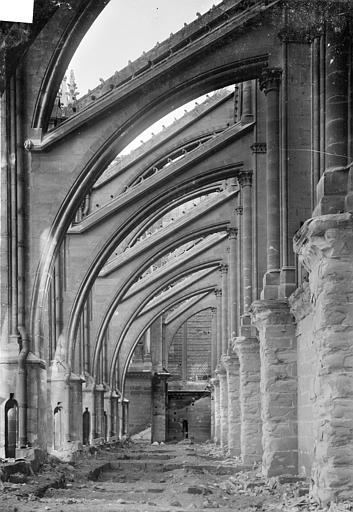 Cathédrale Notre-Dame Façade nord : Arcs-boutants et sommets des voûtes des chapelles de la nef, vus vers l'est, Sainsaulieu, Max (photographe),