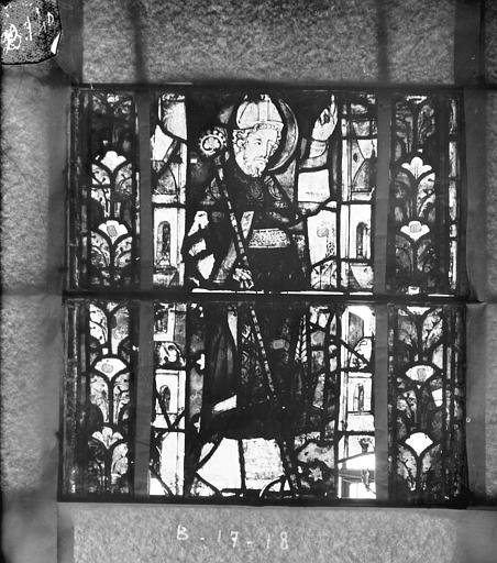 Eglise Saint-Gengoult Vitrail du transept nord, fenêtre B, 3ème lancette, panneaux inférieurs 17, 18, Romanais (photographe),