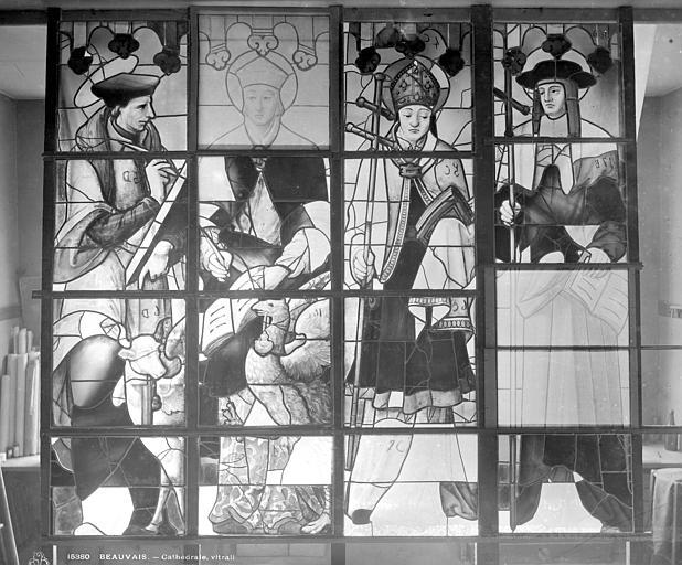 Cathédrale Saint-Pierre Vitrail du transept sud : quatre saints personnages, Leprévost (photographe),
