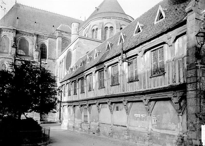 Cathédrale Notre-Dame ; Bibliothèque du chapitre Abside au nord et librairie, Enlart, Camille (historien),