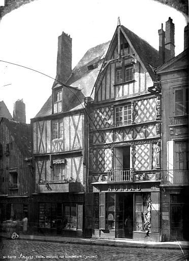 Maison de Simon Poisson Façade sur rue, Carlier (photographe),