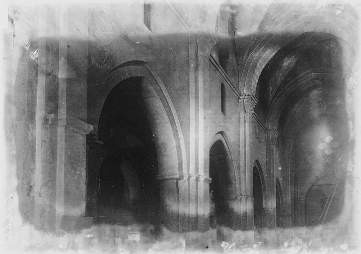 Eglise Saint-Philibert Nef vue du choeur, Enlart, Camille (historien),