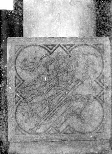 Eglise Saint-Rémi Chapelle Saint-Eloi : carreau de dallage, Sainsaulieu, Max (photographe),