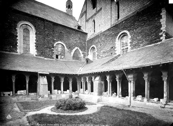 Hôtel-Dieu (ancien hôpital Saint-Jean) ; Musée archéologique Cloître : galeries sud et est, Carlier (photographe),