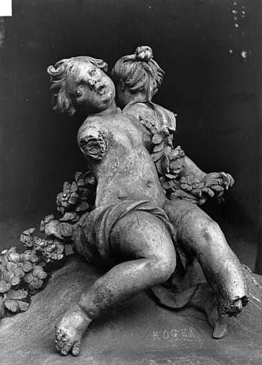Domaine national, château Groupe sculpté en plomb : Enfants, Durand, Jean-Eugène (photographe),