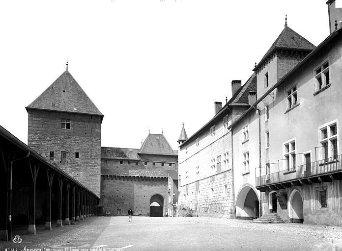 Château Cour intérieure, Mieusement, Médéric (photographe),